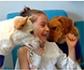 Un hospital de Granada está desarrollando un proyecto, pionero en Andalucía, de terapia con perros para niños enfermos de cáncer
